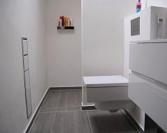 Badgestaltung, Papier und Bürste