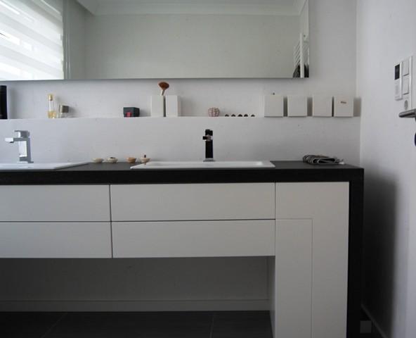 badezimmer ohne fliesen kleine badezimmer luxus design dusche ohne glas reuterbad. Black Bedroom Furniture Sets. Home Design Ideas