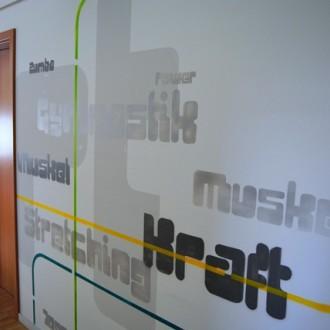 Gestaltung einer Wand im Fitnessstudio